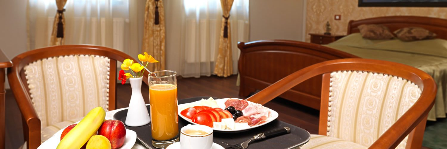 S03-Breakfast-in-your-room-Favorita-Craiova-camera-italiana